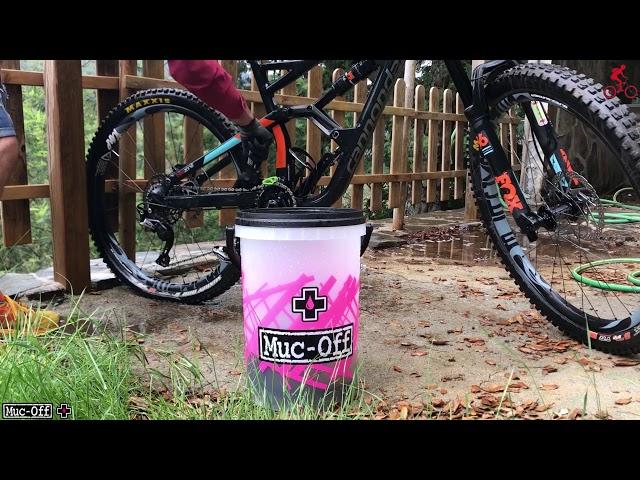 Видео Набор для мойки Muc-Off Dirt Bucket Kit w/ Filth Filter