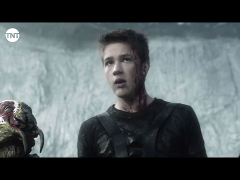 Falling Skies Season 5 (Featurette 'Connor Jessup - Retrospective')