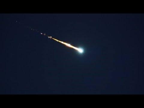 Suspected falling meteorite illuminates night sky in NE China| CCTV English