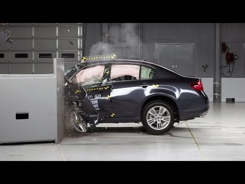 2012 Infiniti G Overlap IIHS Crash Test Video