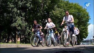 В Великом Новгороде прошел велопробег с животными