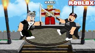 Kazanan Tepenin Kralı Olur!! Kim Güçlü?   Panda Ile Roblox Undefeated
