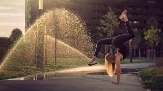 Картинка девушка. Девушка, город, спорт, лето, гимнастка, гимнастика.