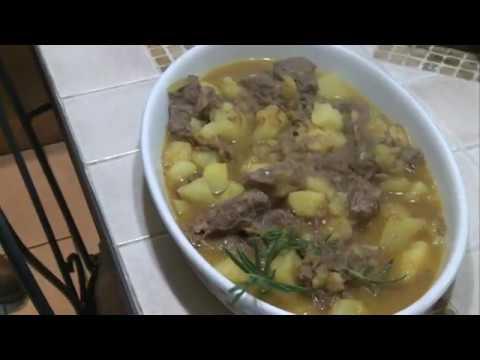 Spezzatino di stracotto con patate: la ricetta anti spreco di Anna