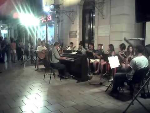Η Μαντολινάτα στην πλατεία Καμπάνας [video]