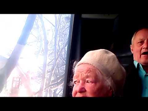 Президент Молдовы Николае Тимофти едет в троллейбусе