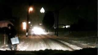 ドライブレコーダー 危機一髪!!大雪で歩行者をやりすごす...