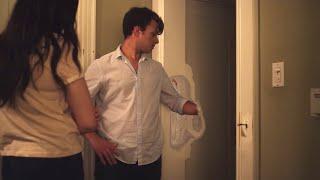 【喵嗷污】小夫妻发现新家有扇隐形门,两人进去一探究竟,却被吓了一跳