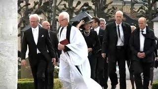 Många Kungligheter På Grevens Begravning
