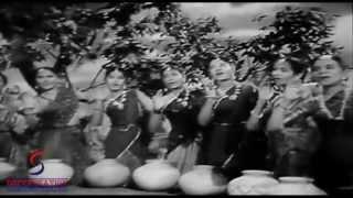 Aayi Bairan Bahar Kiye Solah Singaar - Lata Mangeshkar