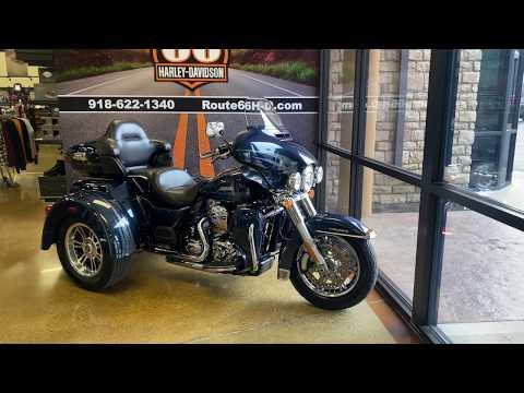 Cosmic Blue Pearl 2016 Harley-Davidson Tri Glide FLHTCUTG