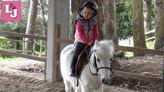 Primeros pasos en la Escuela de Equitación Valeria y Pony Ten Первые шаги в Школе Верховой езды