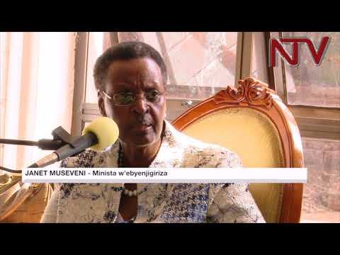 Mukyala Museveni agamba paadi z'abaana b'amasomero kya kusomooza kinene