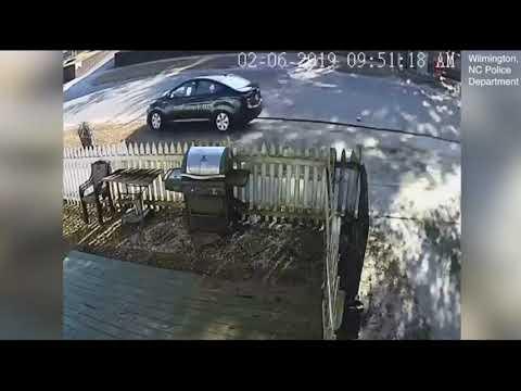 العرب اليوم - شاهد: نجاة سيدة صدمتها سيارة في الشارع بطريقة غريبة