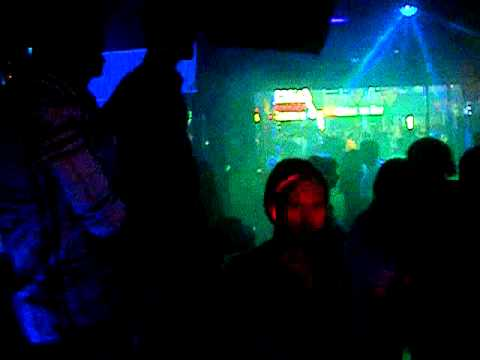 Disco-pub MTVision. en cabina Dj Yera (YMJ).MP4