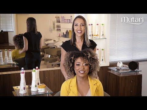 Aprenda a fazer a fitagem perfeita em cabelos cacheados ou crespos