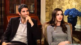 "Anne Hathaway & Jim Sturgess answer ""Yes-no"" to mtv.mp4"