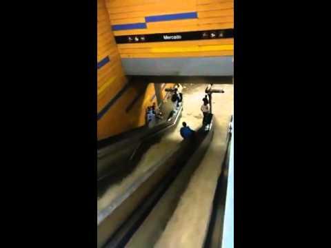 U-Bahn als Wasserrutsche