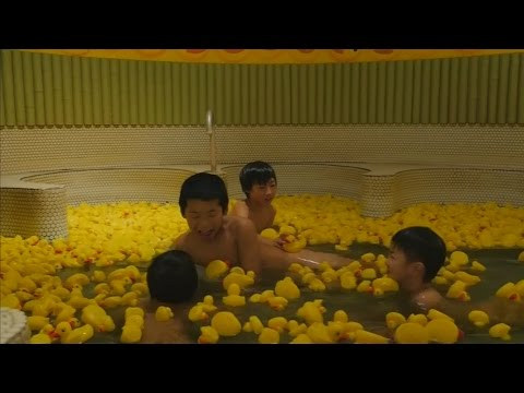 Japanese bath house offers a dip with 1000 rubber ducks for children