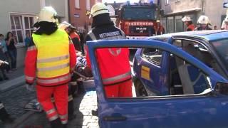 preview picture of video 'Schwerer Unfall in Pressath: Feuerwehr und BRK mit Schauübung'