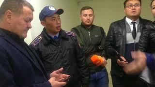 Вкладчики Банка Астаны ворвались в столичный филиал, требуя вернуть деньги