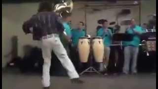 Borracho Loco Le Pega La Loquera En Plena Fiesta ! (Borrachos Bailando 2015)