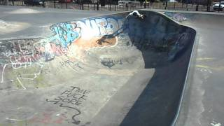 preview picture of video 'Isaac Maxwell, Skating Mile End Skate Park, East London.'