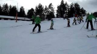 preview picture of video 'Обучение детей катанию на лыжах в секторе PAL, Andorra'