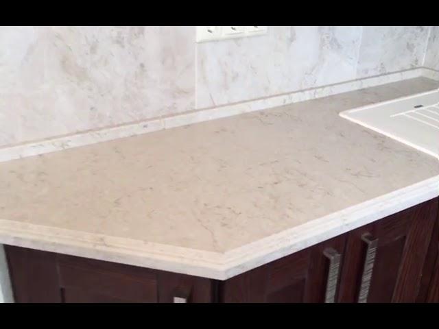 Светлая столешница на кухню из кварцевого агломерата CaesarStone 5212 Taj Royal