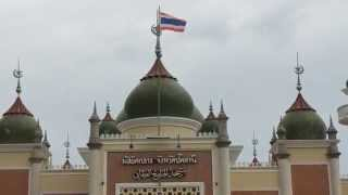 preview picture of video 'Azan at Pattani central mosque | เสียงอาซานที่มัสยิดกลางจังหวัดปัตตานี'