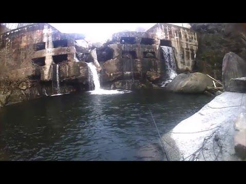 Pioniere di lago che pesca