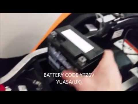 HONDA CBR 125r Battery Removal