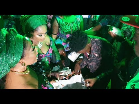 Actress Omobutty came out to dancing as Opeyemi Aiyeola and Her rich friends spray her money