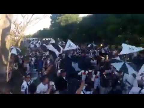 """""""Palanca tocando el bombo en hinchada de chaco for ever en quilmes"""" Barra: Los Negritos • Club: Chaco For Ever"""