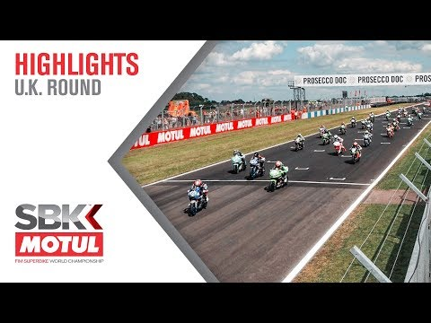 The dramatic start of the WorldSSP300 race!