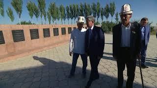 Президент Алмазбек Атамбаев принял участие в праздничном айт-намазе по случаю Курман айта