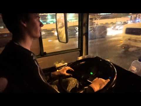 За рулём автобуса ЛиАЗ-5256 по вечерней Москве.
