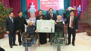 Đồng chí Tòng Thị Phóng thăm và chúc Tết thương bệnh binh nặng tại tỉnh Bắc Ninh