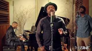 "Anthony Hamilton Performs ""Home For The Holidays"" Acoustic"
