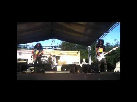 HERCOBULUSTHRASH - iluminados (live)