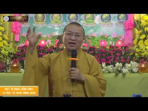Phật tử ngoài cổng chùa và Phật tử thấm tương chao