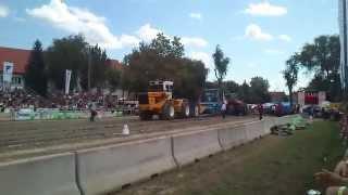 preview picture of video 'Rába 300 tractor pulling Hajdúböszörmény'