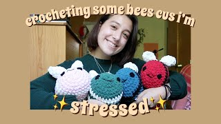 crocheting bees cus it's midterm week and I'm stressed