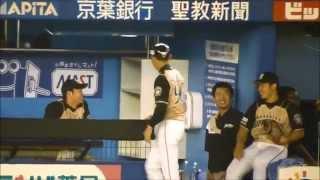 白井コーチと盛り上がる大谷翔平・近藤健介(140730 F-M QVCマリン)