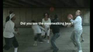 Awareness test met dansende beer