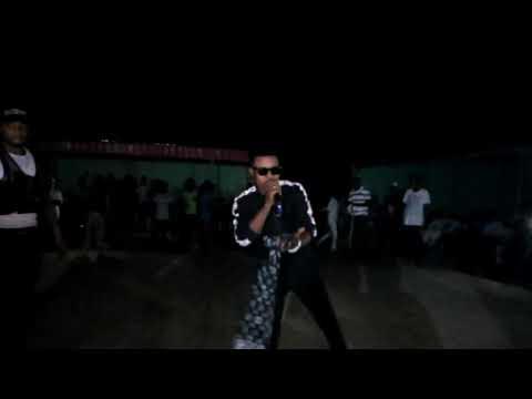 Kalli yadda umar m Sharif ya anshi award best Hausa music