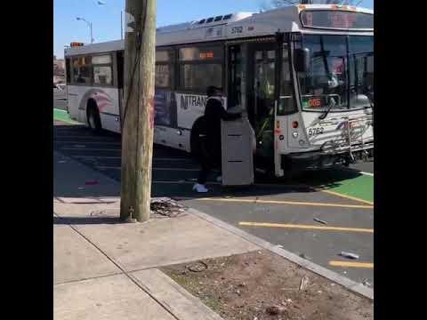 Хотел зайти в автобус с банкоматом