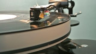 Cleaning Vinyl Records the Way Experts Recommend