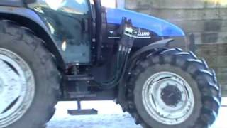 preview picture of video 'Feeding Cattle at  -15C.  NewHolland TS115 plus Snow and Ice!'