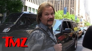 Everyone Loves Travis Tritt!! Except Possibly Animals | TMZ